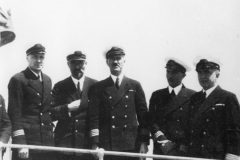 Ja, inż. Kupis, st. oficer Siekierzyński, intendent Grabowski, st. wach.  Ziółkowski. Pułaski w Kalkucie
